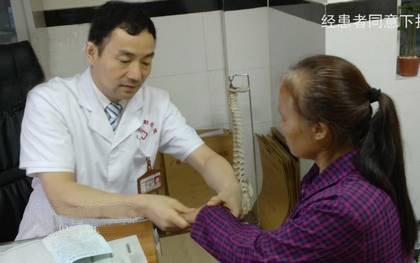 王怀庆主任检查患者恢复情况